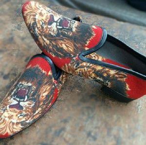 Suede animal design shoes